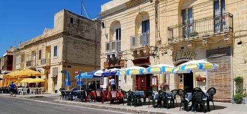 Sidewalk cafés in Malta