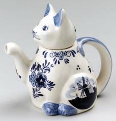 """Delft Blue Cat Shaped Teapot 6.5"""""""