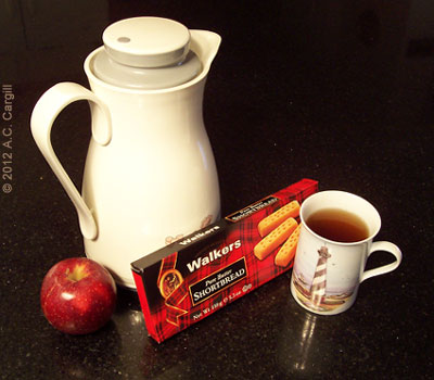 Jury duty tea kit: A carafe of hot tea, an apple, and some yummy Scottish Shortbread!