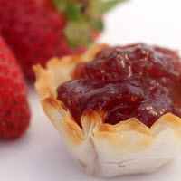 Elizabethan Pantry Strawberry Preserves with Champagne (Photo source: The English Tea Store)