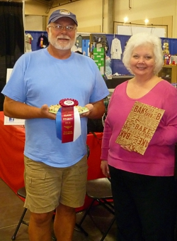 Jennifer Petersen presenting the Special Award Blue Ribbon, and $50 gift certificate from King Arthur Flour, to winner Ron Palmi at Clark County Fair. (Photo source: Jennifer Petersen)