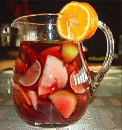 Tea Sangria: Fruity, tea-y, and very refreshing. (Photo source: stock image)