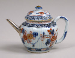 Teapot with replaced spout. (Photo source: screen capture from site)