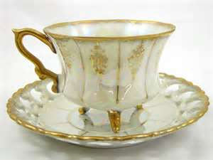 China vintage Iridescent Footed Gold Cut-out TEA CUP & SAUCER Japan (Photo source: Yahoo! Images)