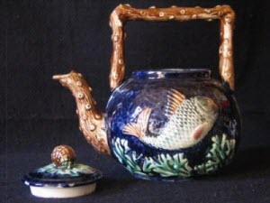Majolica Teapot with fish decoration (Photo source: screen capture from site)