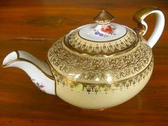 English - antique Aynsley England bone china teapot (Photo source: screen capture from site)