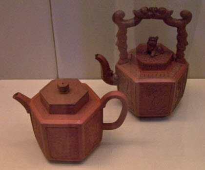 Two red stoneware teapots (photo by the article author)