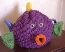 Kissing Fish Tea Cozy A whimsical sweater for your teapot by knitnax (Yahoo! Images)