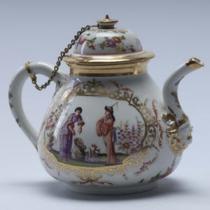 Meissen Chinoiserie teapot and cover