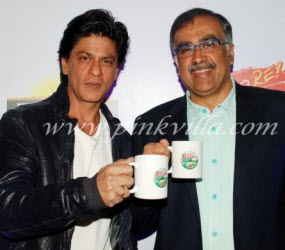 Shahrukh Khan on left at tea press conference (click on photo to go to source site)