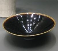 Black glazed chawan from the British Museum (photo by Elise Nuding, all rights reserved)