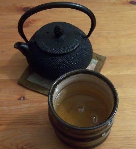 Gyokuro in the cup (photo by Elise Nuding, all rights reserved)