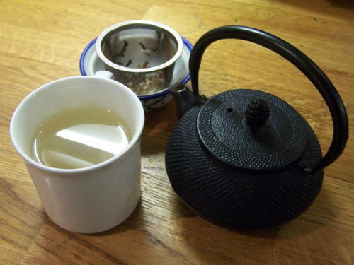 A flavorful cup of Genmaicha (photo by Elise Nuding, all rights reserved)