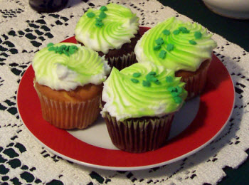 """Thank goodness for green food coloring that let's me get my """"green"""" on with these cupcakes! (Photo by A.C. Cargill, all rights reserved)"""