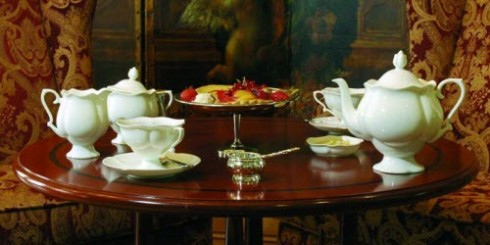 White teawares create a wonderful contrast to the food and tea colors. (Image via Yahoo! Images)