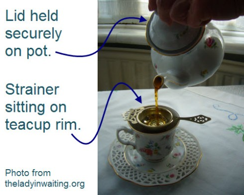 The 2-handed pouring method from www.theladyinwaiting.org (Screen capture from site)