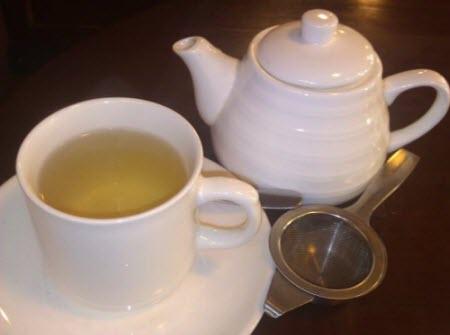Sugar N' Spice: Tea Presentation – Tie Guan Yin (Iron Goddess of Compassion) Oolong (photo by May King Tsang, all rights reserved)