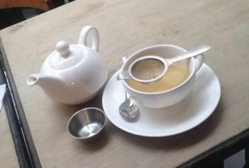 Tea at Yumchaa (photo by Elise Nuding, all rights reserved)