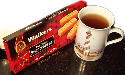 My fave shape with a nice cuppa tea! (Photo by A.C. Cargill, all rights reserved)