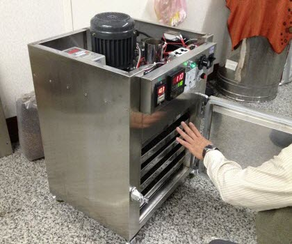 Baking machine for tea used by Thomas Shu, expert on Taiwanese oolongs (Screen capture from site)